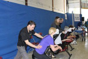 32-Équipe O'kiné massage sur chaise diapason